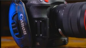 Canon EOS C70 Memory card slot system